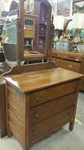 Vintage / Antique 3 Drawers Dresser w/Mirror