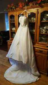 ***BEAUTIFUL ELEGANT WEDDING DRESS***