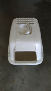 Enclosed cat litter box, can also be used as a carrier