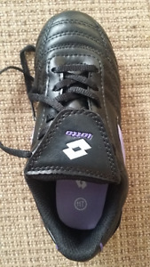 Soccer shoes size 11T