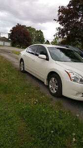 2010 NISSAN ALTIMA FULLY LOADED LOW KMS $14000 OBO!!!