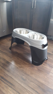Pet stand and bowls