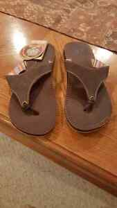 Womens Sanuks Size 6 BRAND NEW - Mosey Up
