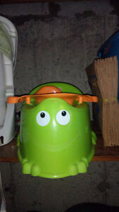 Froggy sitting chair Cornwall Ontario image 1