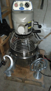 GLOBE 20Q DOUGH MIXER WITH ALL THE TRIMMINGS $2,200