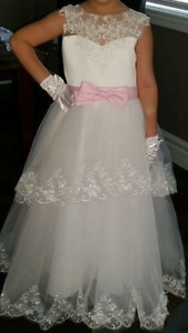 Gorgeous Detail First Communion Gown in PERFECT CONDITION!