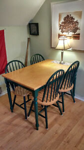 Great Table for Small Spaces! With Four Matching Chairs!