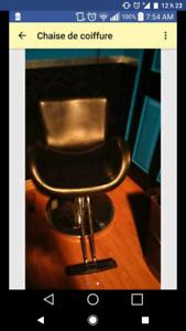 Chaise et uniforme de coiffure
