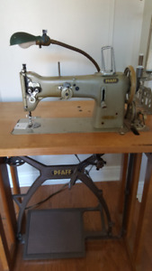 Pfaff 138 industrial sewing machine