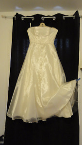 Robe de bal ou de mariée, blanc crème gr. 8, 75.00 $