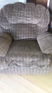 Extra large and super comfy recliner