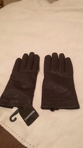 Ladies Danier Leather Gloves