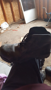 Csa approved boots. Only worn a few times.