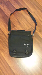 "Unused laptop/tablet shoulder bag (black, 12"" wide, 15"" tall)"