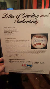 *NEW PRICE* JOE DIMAGGIO SIGNED BASEBALL NEAR MINT - PSA/DNA LOA Peterborough Peterborough Area image 3
