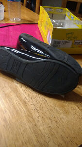 Black patent shoes sz 1 never worn Gatineau Ottawa / Gatineau Area image 1