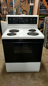Fridgidaire Stove/Self-Cleaning Convection Oven for Sale