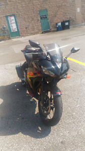 2015 Yamaha R3. Brand new looks and condition!