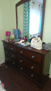 chest of drawers in excellent condition with mirror