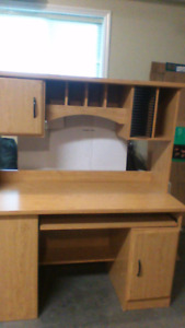 LIKE NEW OFFICE DESK WITH HUTCH