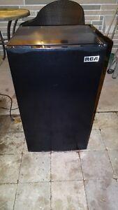 Refrigerator - RCA, RFR-321-B, Black, 3.2 cu ft, 18(w) x 17 x 32