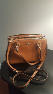 COACH HANDBAG FOR SALE! (brand new)