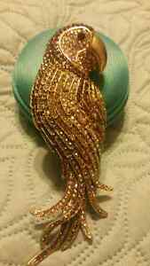 Crystal parrot bird pendant or pin brand new
