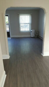 Beautiful clean 2 & 1 bedroom apartments $700, bach $500