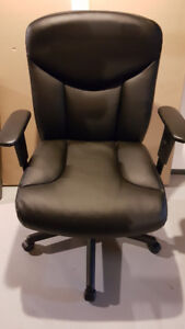 4 Leather Office Chairs Like New Condition