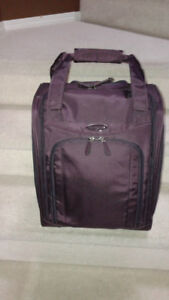Samsonite spinner carry on luggage