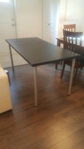 Table de bureau IKEA comme neuve  40$