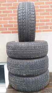 4 pneus d'été 215 / 65 / 16 pirelli  Bon pour 2-3 saisons