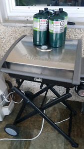 Portable Cuisinart Gas Grill + 4 propane cylinders