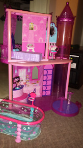 Barbie house and pool