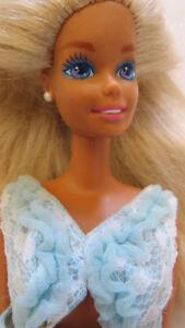 RARE ! Barbie MATTEL (année 1975) avec plus de 15 vêtements