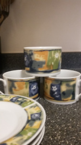 Case Elite cups and saucer - set of 3