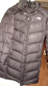 manteau north face  x large mais fait large