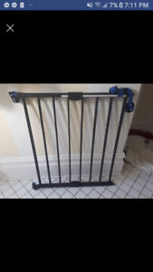 Heavy duty baby/pet gate