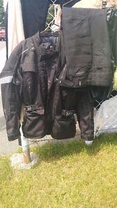 Ensemble Noir manteau et pantalon de Moto