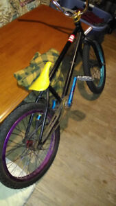 Selling custom bmx over 2000 in parts 400$ or trade