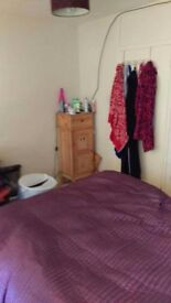 ** Christmas Discount! Large Double Room £400 1st Month - Roehampton **