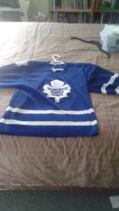 Maple leafs jersey men's medium