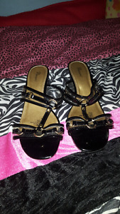 Black and gold pumps barely worn size 8 1/2