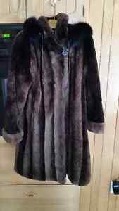 manteau de castor rasé avec capuche