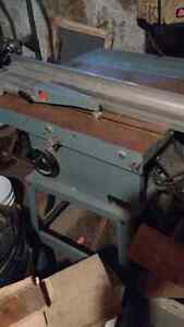 Delta Contractors Table Saw with Dust Collector/vacuum
