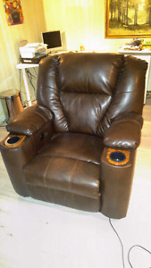 Electric reclining chair almost never used 300$ obo