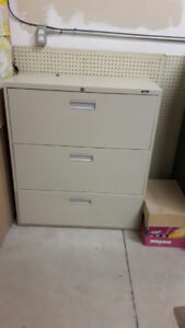 2 filing cabinets available for free