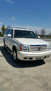 CADILLAC ESCALADE WITH VERY LOW KILOMETERS AND ACCIDENT FREE