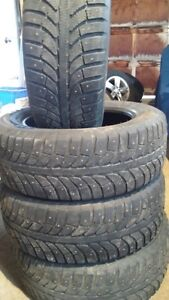 pneu d'hiver 215/60 r16