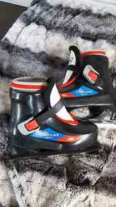 Bauer Little Champ Youth Size 10/11 Skates Peterborough Peterborough Area image 1